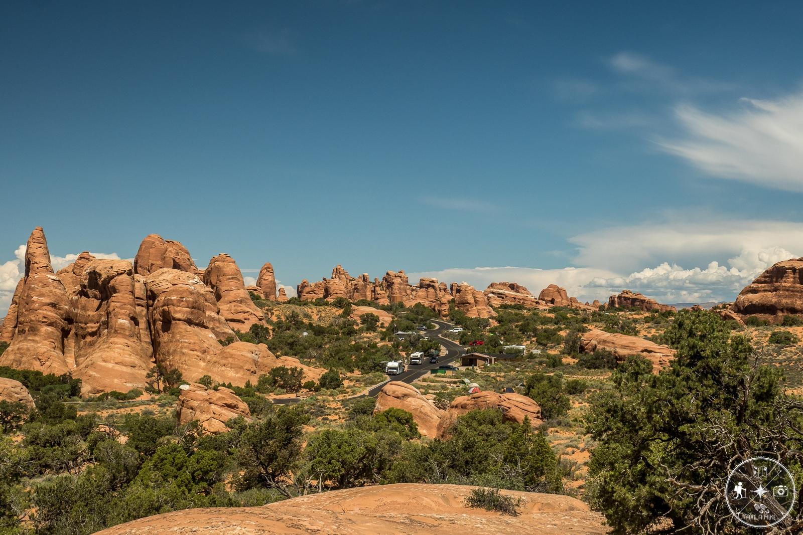 Broken Arch Trail - Blick auf den Campground