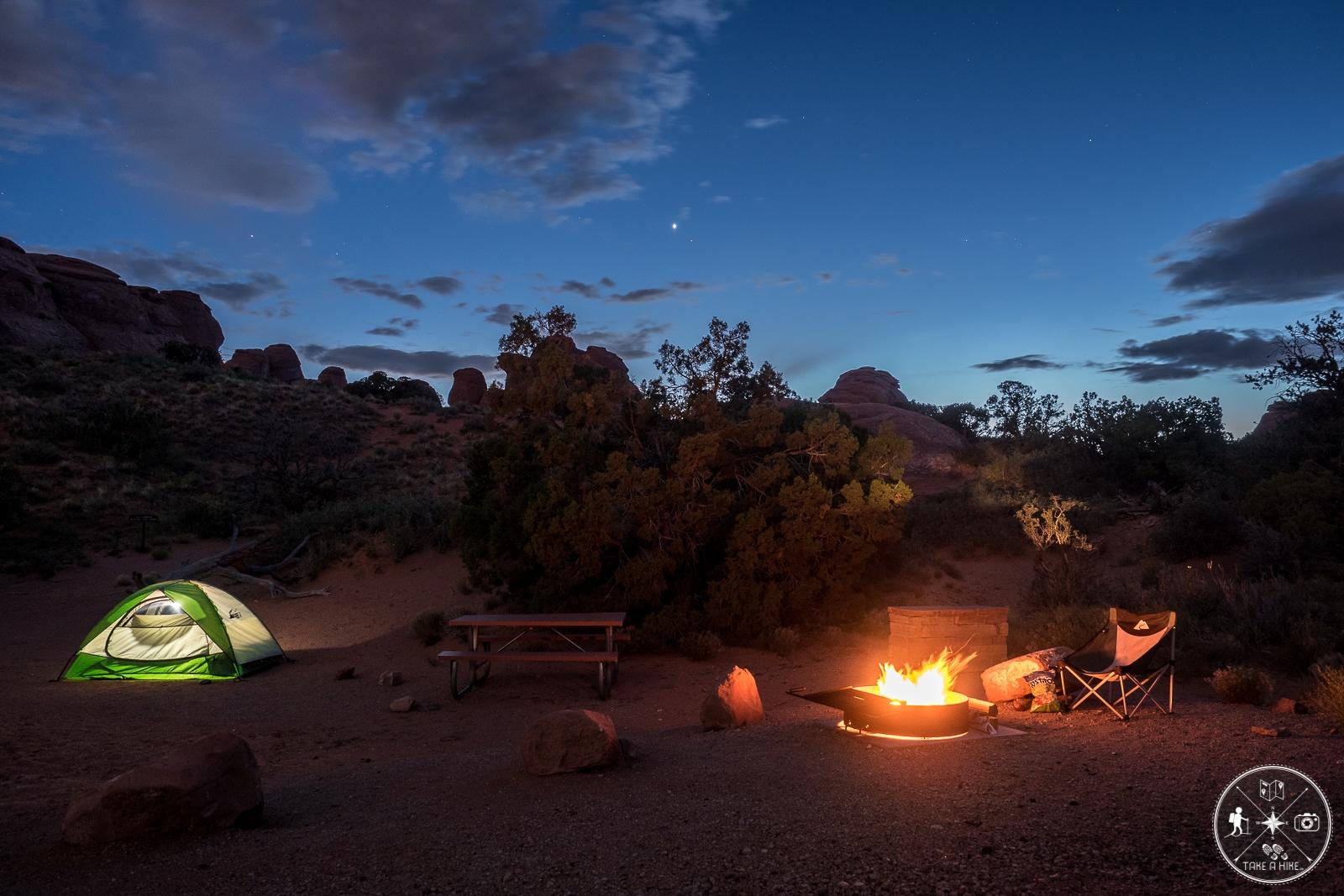 Campsite mit Lagerfeuer